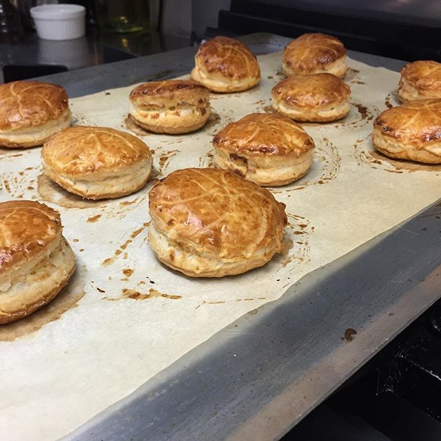 Mini galettes des rois pour le café gourmand de ce soir...#galettesdesrois #cafegourmand #puntoepasta #liege #belgique #bonapettit